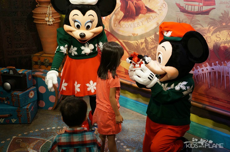 Activities and Events this December at Walt Disney World for Families - See Disney Characters in their Holiday Attire