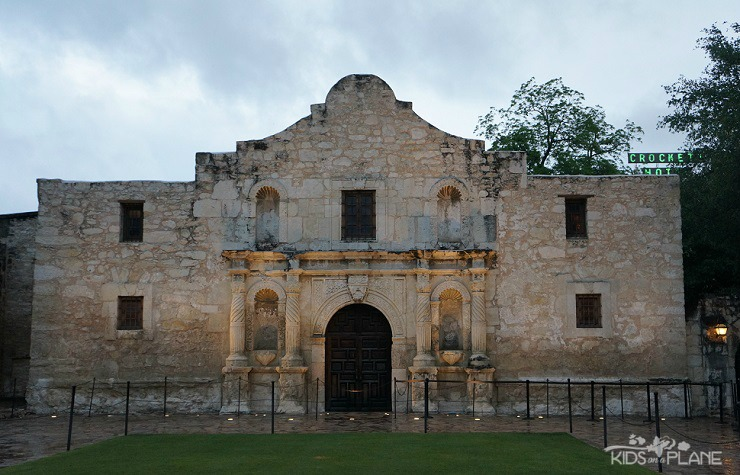 Things to do in San Antonio with Kids - Visit the Alamo