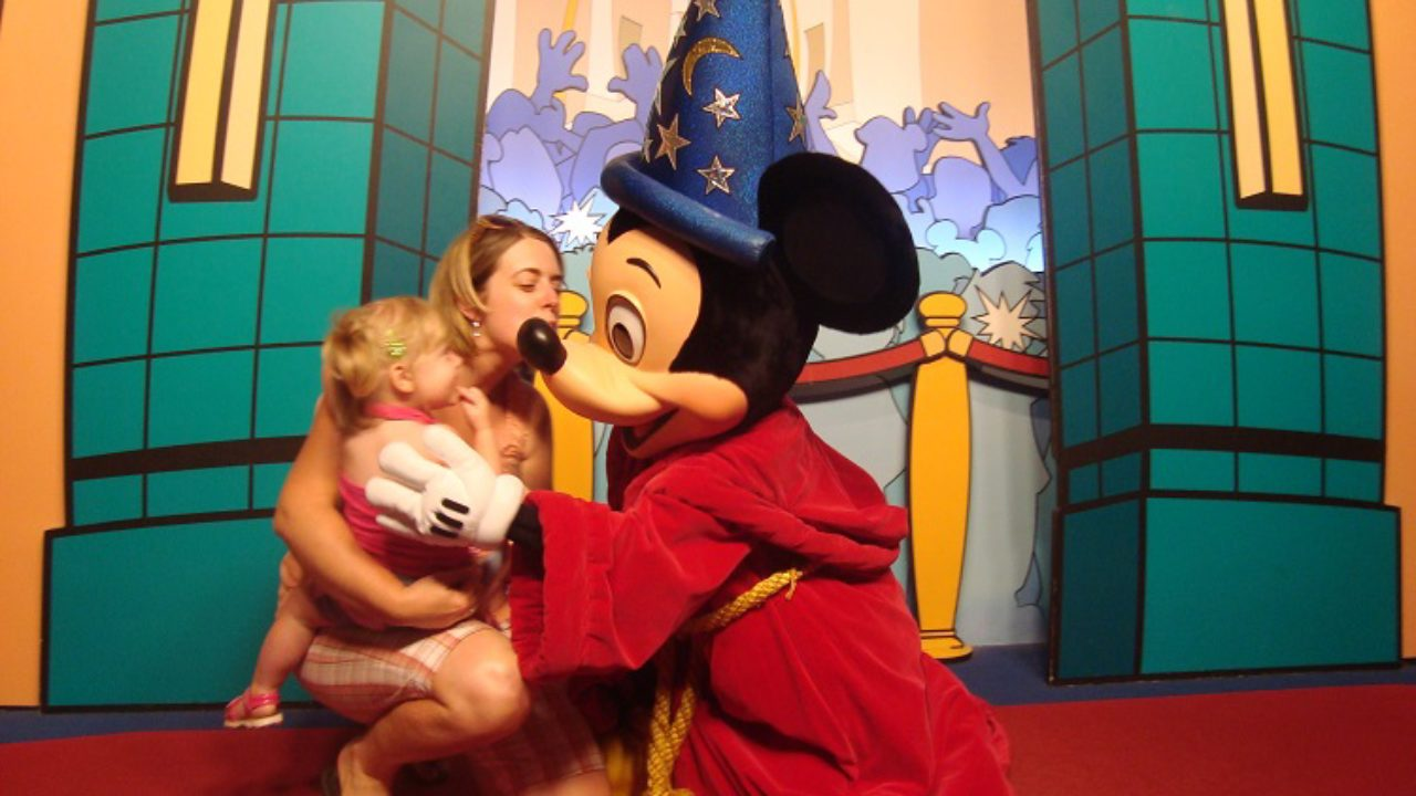 7 Things to Do with Kids While Waiting in Line at Disney