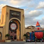 Best travel planning tips for families heading to Universal Studios Florida and Islands of Adventure during the Christmas and the holiday season