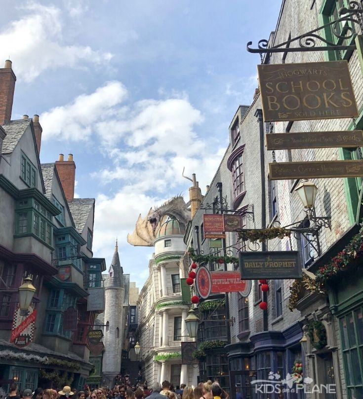 Reasons why families should visit the Wizarding World of Harry Potter at Universal Orlando + tips for first time visitors