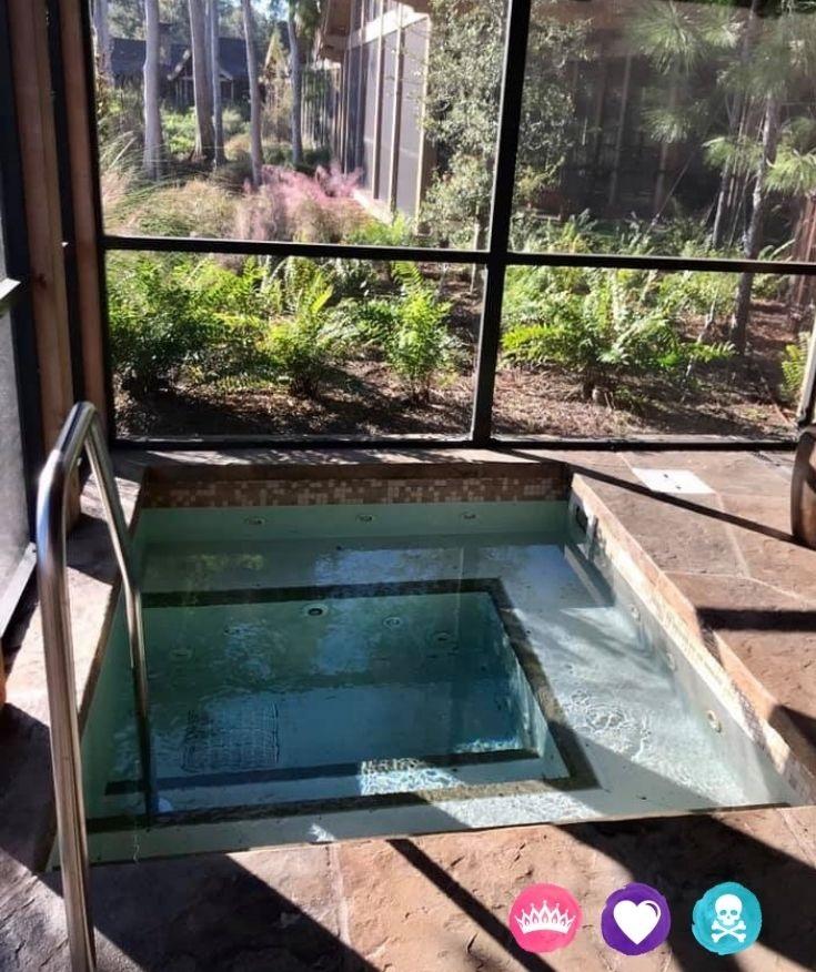 Disneys Wilderness Lodge Resort - Copper Creek Cabins have a jacuzzi